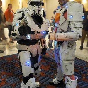 Asgardianhammer_and_me_at_dragoncon_2013_by_frijoleluna-d6oz7my